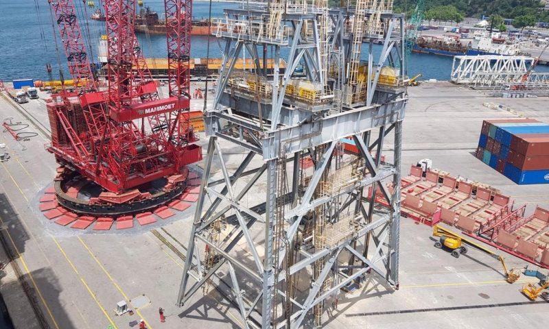 Mammoet PTC Dissembles 882t Drill Tower off the Ultradeep Water Drillship Fatih