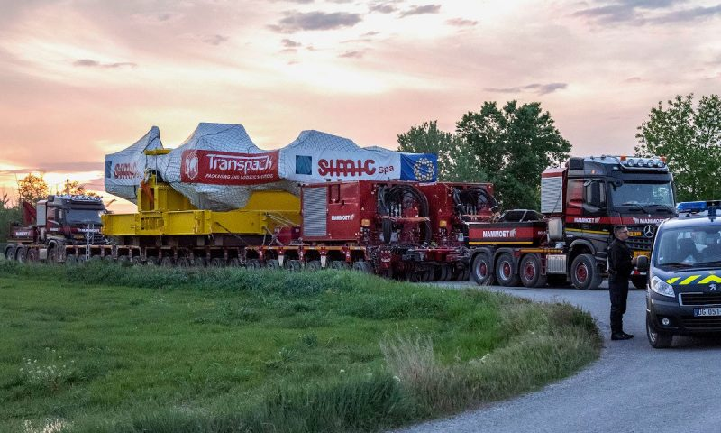 Mammoet Trailer Power Assist (TPA) system ITER project's toroidal field coils France