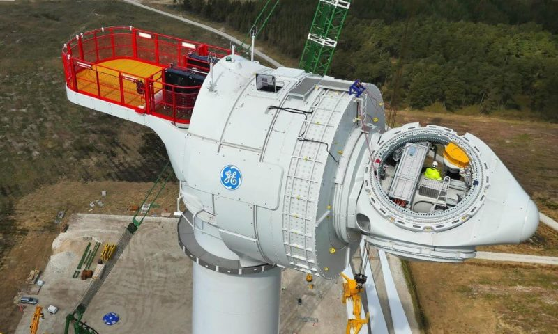 Global Wind Service Installs GE Renewable Turbine in Spain
