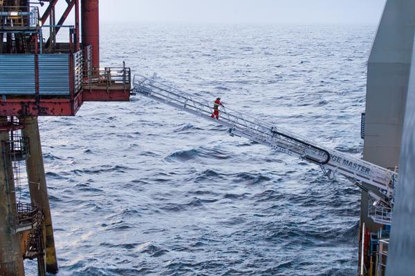 Barge Master Compensated Gangway