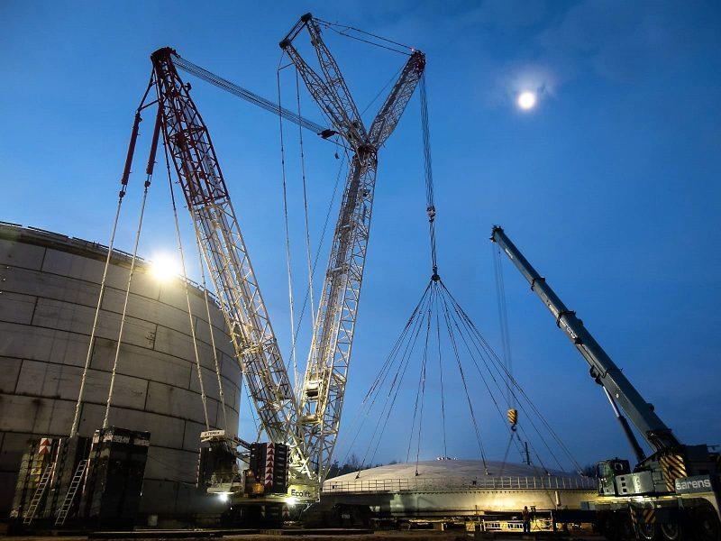 Demag CC 3800-1 crawler crane used to lift roof at fuel depot in Koluszki, Poland