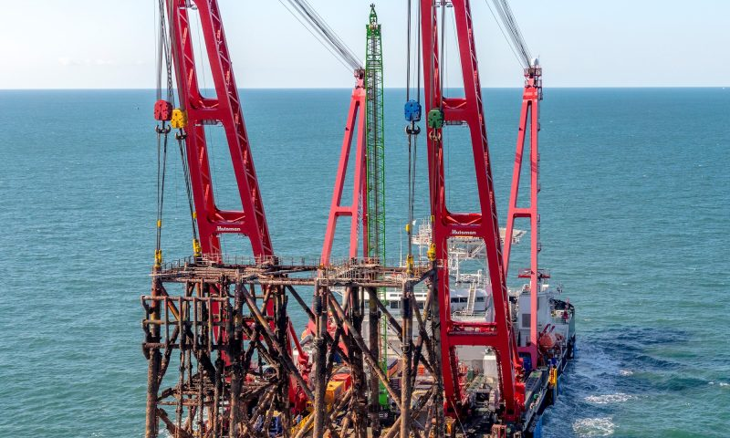 Heavy Lift Vessel GULLIVER Decommissioning Campaign