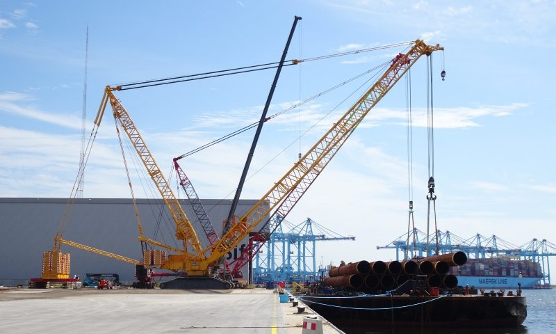 Tandem lift, crawler cranes, heavy lifting