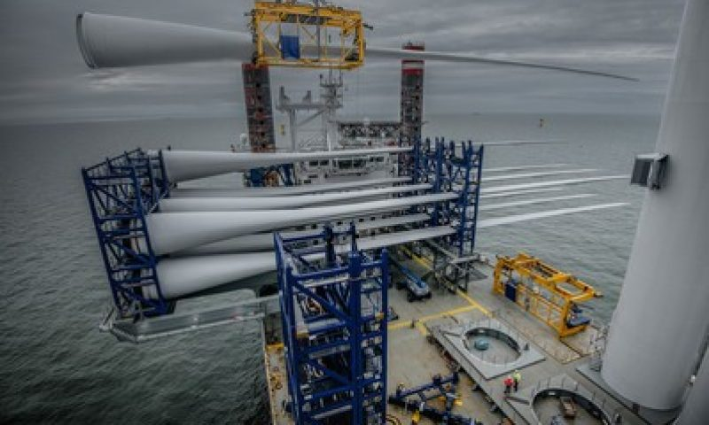 Blade lifting tool offshore wind turbines