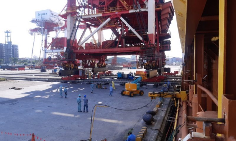 Heavy transport and installation of Grab Ship Unloaders