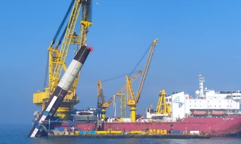 Sapura 3500 Spotted Installing the First Monopile for the Yunlin OWF