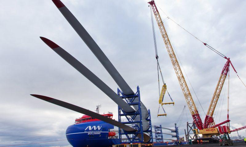 Offshore wind Turbine blades Triton Knoll