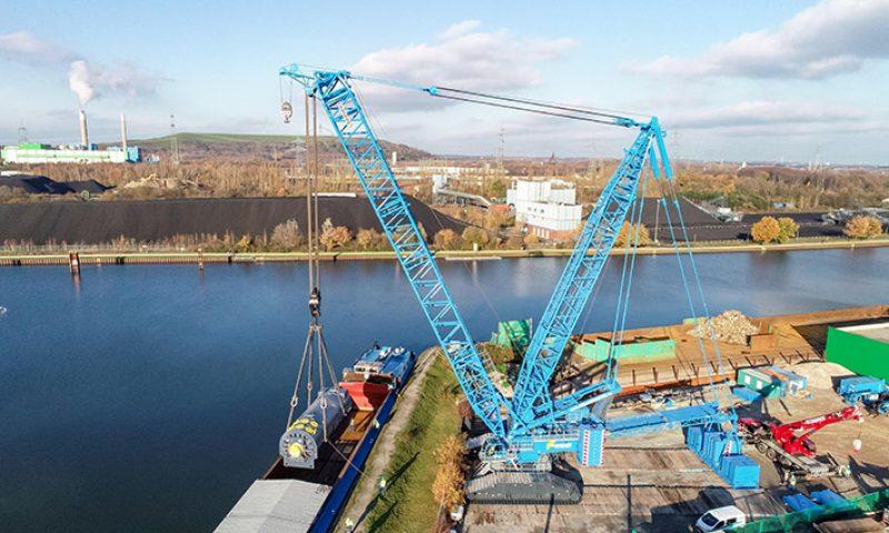Liebherr LR 11000 from Felbermayr Unloads 450T Generator from Barge