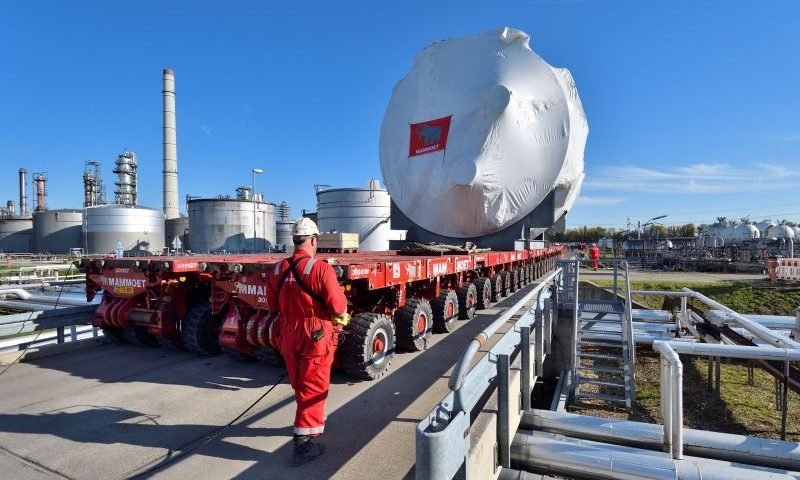 Mammoet Supports Modernization of the Largest Refinery in Germany
