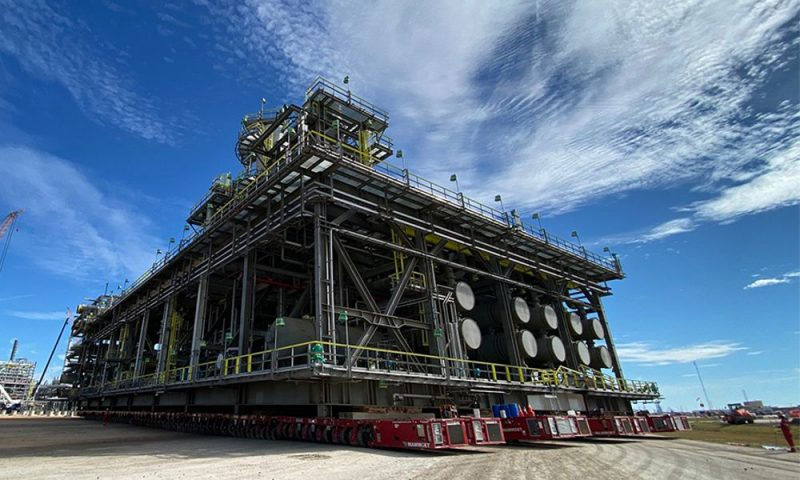 Mammoet Transports Massive Modules for Gulf Coast Growth Ventures