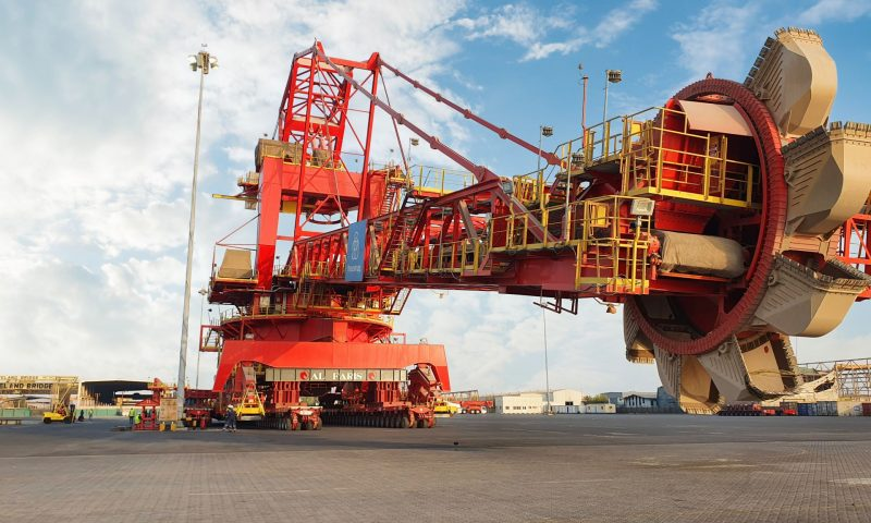 Al Faris and Fabtech International Successfully Handled Huge Mining Machines