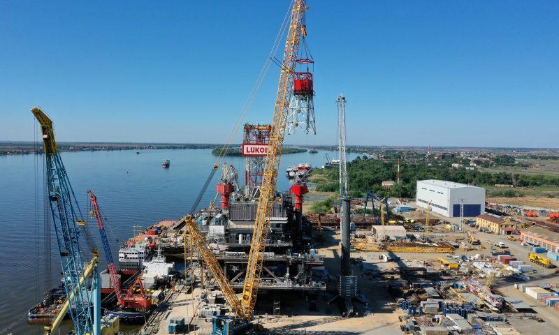 Sarens Assembles Oil Platform for Lukoil in the Caspian Sea