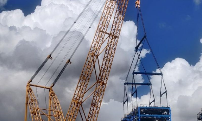 Sarens SGC-120 Performs Heavy Reactor Lifts at HPCL Refinery
