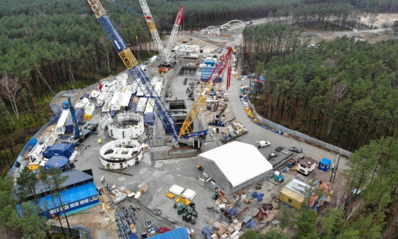 Sarens Transports and Assembles TBM Drilling Machine in Poland